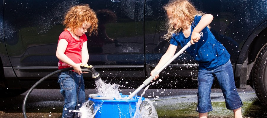 CHAM-Kids-Washing-Family-Car