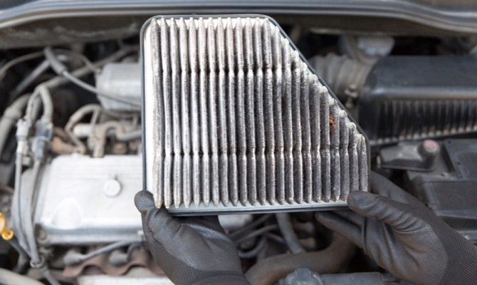 What Are the Signs of a Dirty Engine Air Filter? | Champion Auto Parts