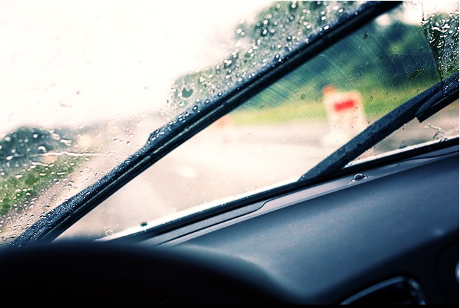 Windshield-Wipers-In-Rain